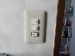 換気扇スイッチ取替工事 A04