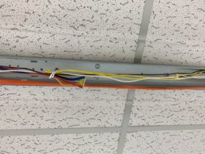 名古屋市中川区 商業施設内照明器具の安定器を取替する電気設備工事