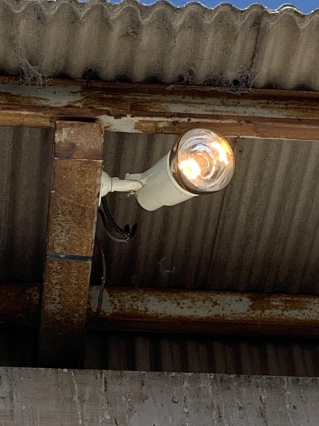 名古屋市港区 倉庫の投光器を取替する電気設備工事